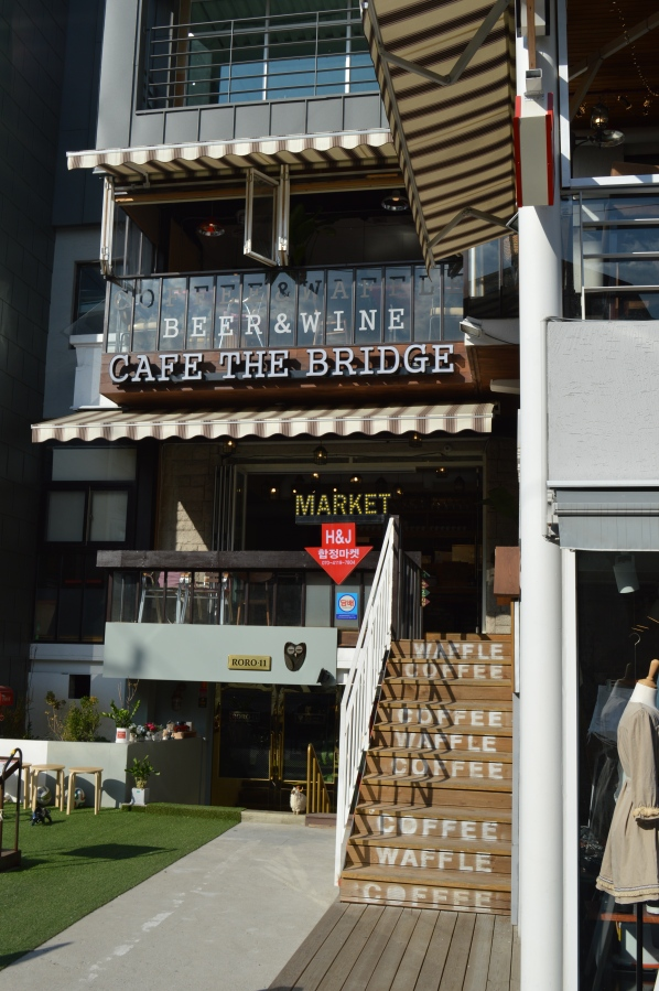 Cafe The Bridge