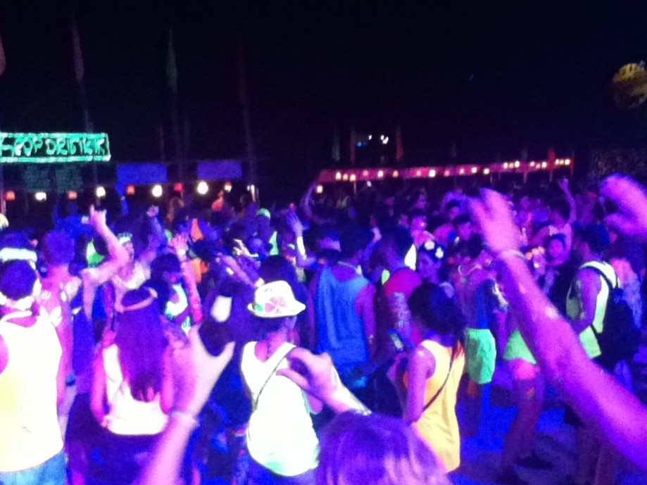 7 Must Do Activities Of The Full MoonParty